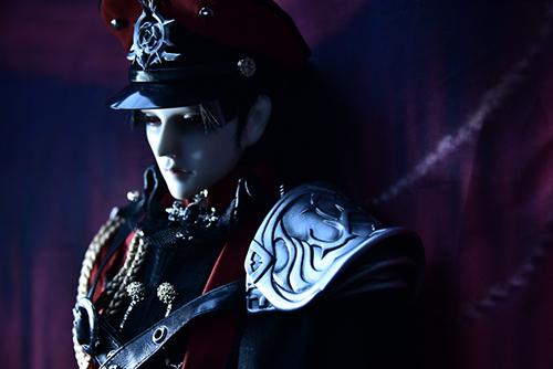 「帝都物語」の加藤保憲としてお迎えした、Ringdoll、Dracula-Style B。宵闇に沈んでいる赤い瞳。
