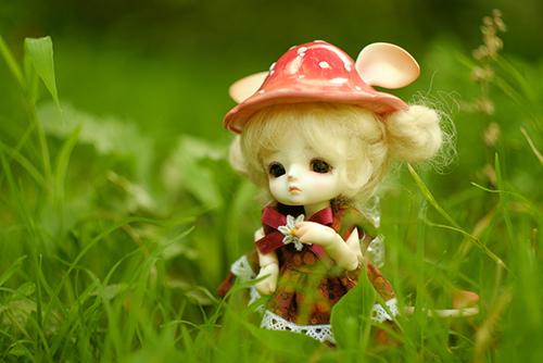 ツバキアキラが撮った、LOONGSOUL・JomeeのJun。真夏の草むらの中で。