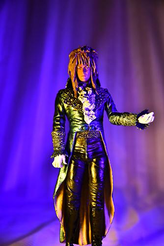 ツバキアキラが撮った、McFarlane Toys、ラビリンス 魔王の迷宮、魔王ジャレス。デヴィッド・ボウイのライブをイメージして、ビビッドに撮ってみました。