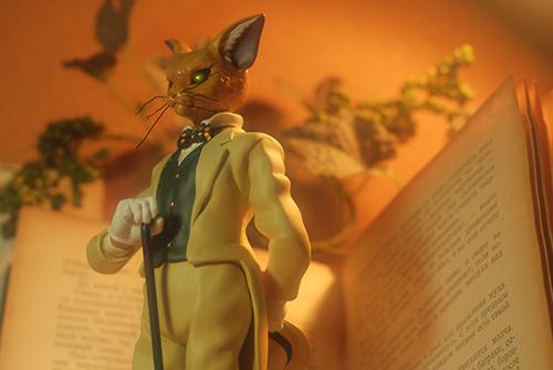 ツバキアキラが撮った、「耳をすませば」のバロンことフンベルト・フォン・ジッキンゲンのオルゴールフィギュア。洋書をあしらって、アンティークな雰囲気で撮影してみました。