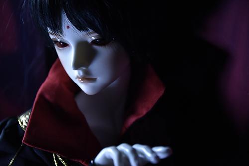 『戦国奇譚妖刀伝』の森蘭丸をモデルとした、Asleep Eidolon・Evanの蘭。恋しい加藤に逢いたい、というような、寂しげな瞳。