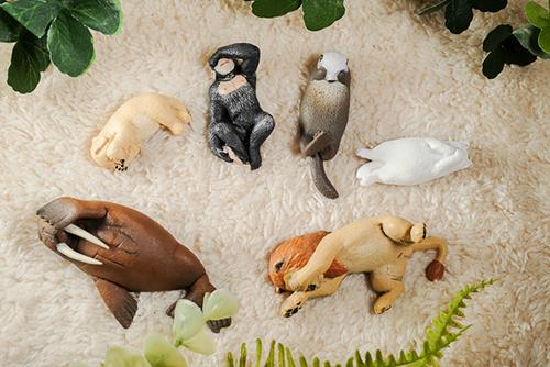 ツバキアキラが撮った、ガチャガチャ。パンダの穴、ZooZooZoo、第6弾、みないで寝。
