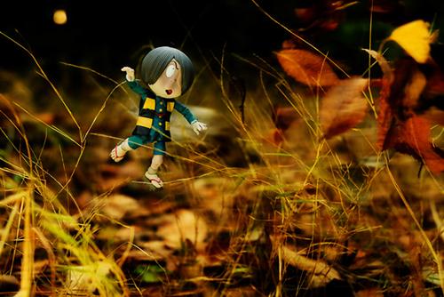 ツバキアキラが撮った、海洋堂・タケヤ式自在置物・鬼太郎。ジャンプして、戦う鬼太郎。
