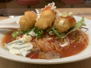 サクサク海老フリッターのチリトマ冷麺