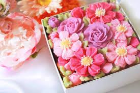 「食べられるお花のボックスフラワーケーキ」<コスモス>
