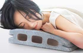 一見硬いコンクリートブロックに見えて実はやわらか枕