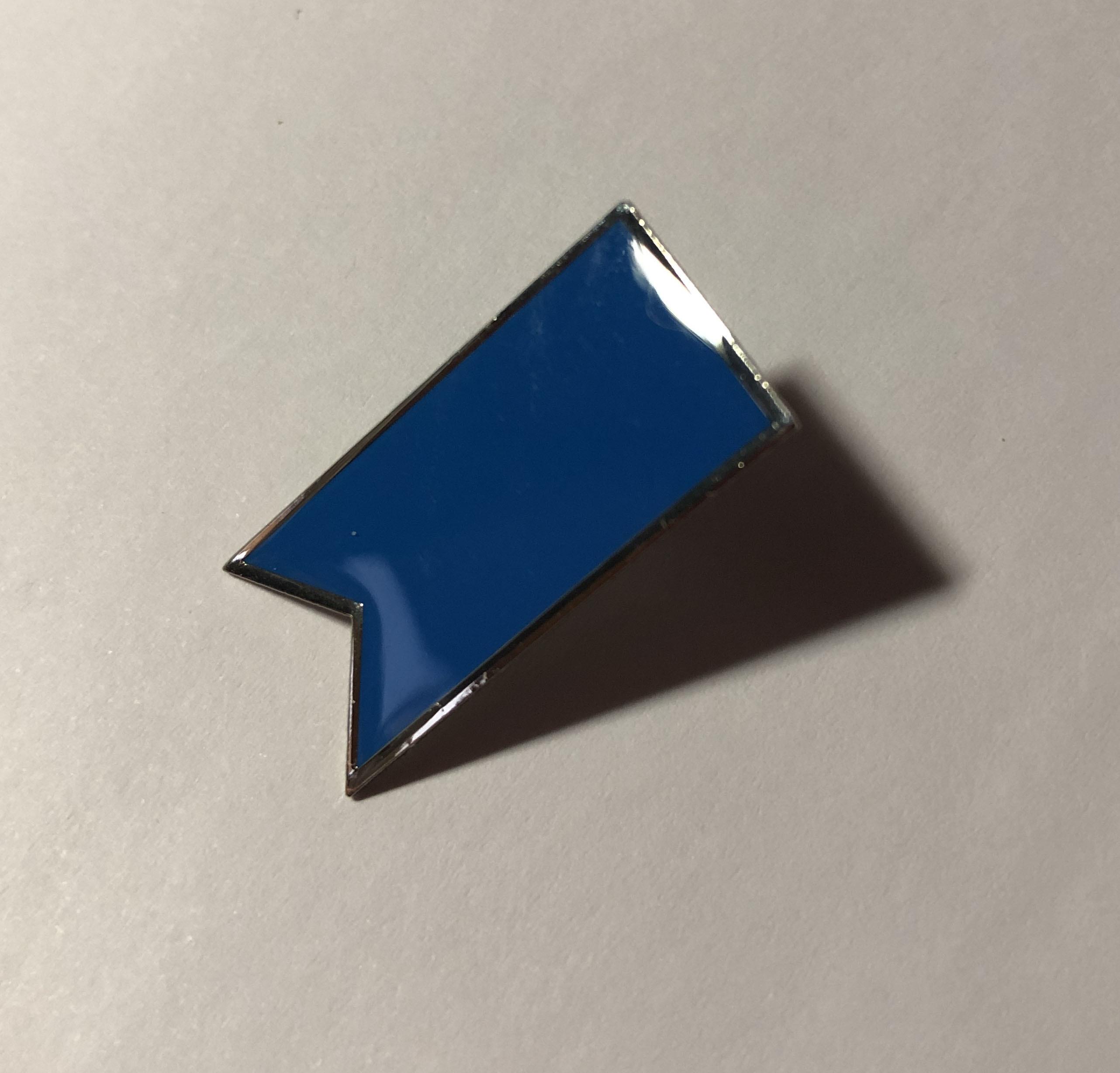 青いリボンバッチ