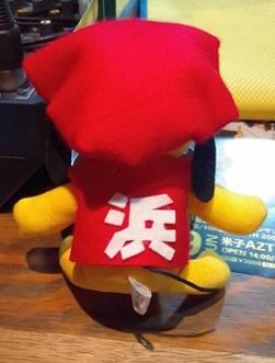 赤いちゃんちゃんこの浜崎さん背中