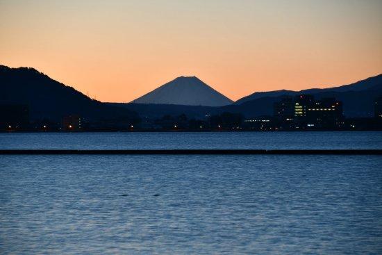 21諏訪湖飯島02
