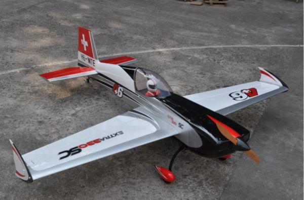 フライトEXTRA330SC B色