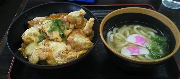 640px-Sukesan_udon_and_donburi.jpg