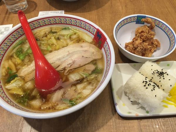 ラーメン屋「大量の麺とギトギトスープ、健康が気になるな…せや!」
