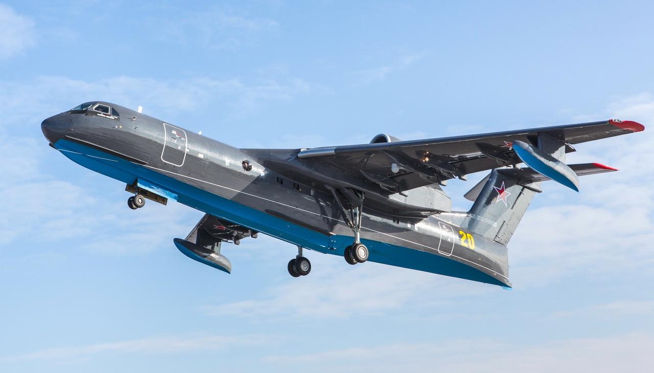水陸両用機Be-200の対潜哨戒機型は2020年7月26日の『ロシア海軍の日 ...