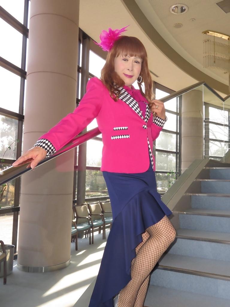 ピンクジャケット紺前開きスカートA(1)