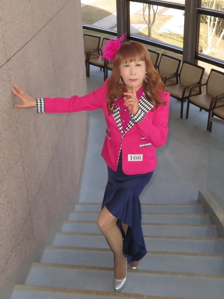 ピンクジャケット紺前開きスカートA(2)