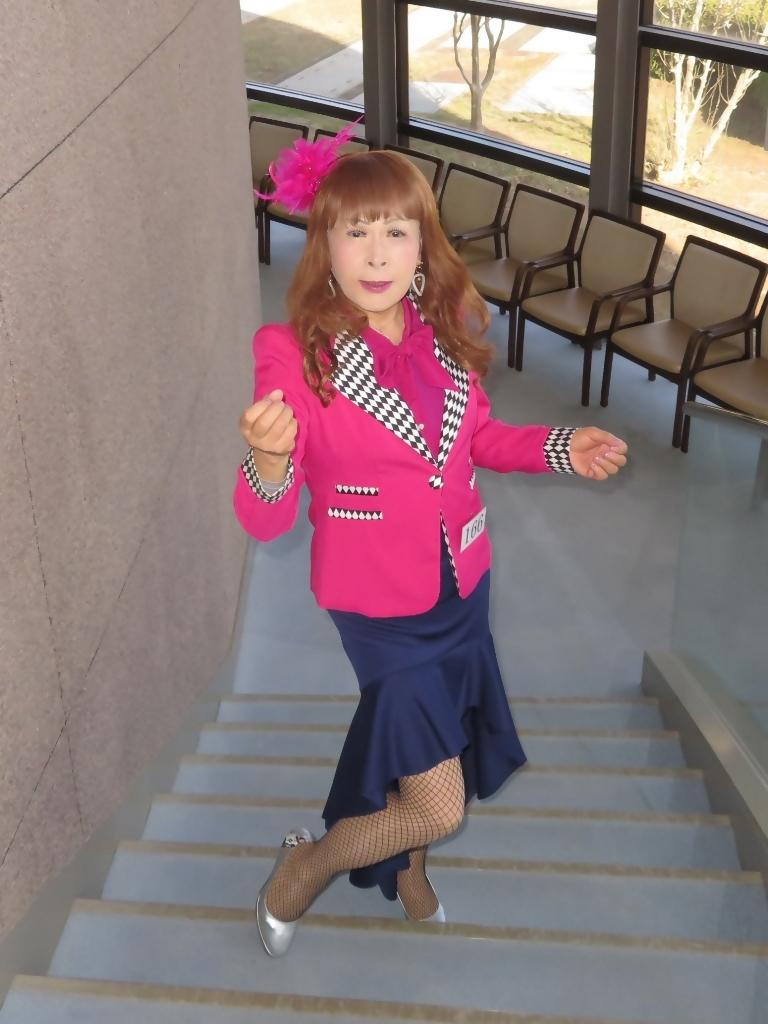 ピンクジャケット紺前開きスカートA(3)
