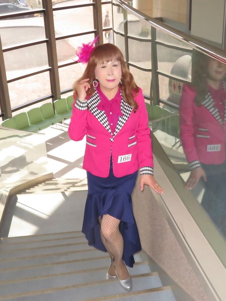ピンクジャケット紺前開きスカートA(4)