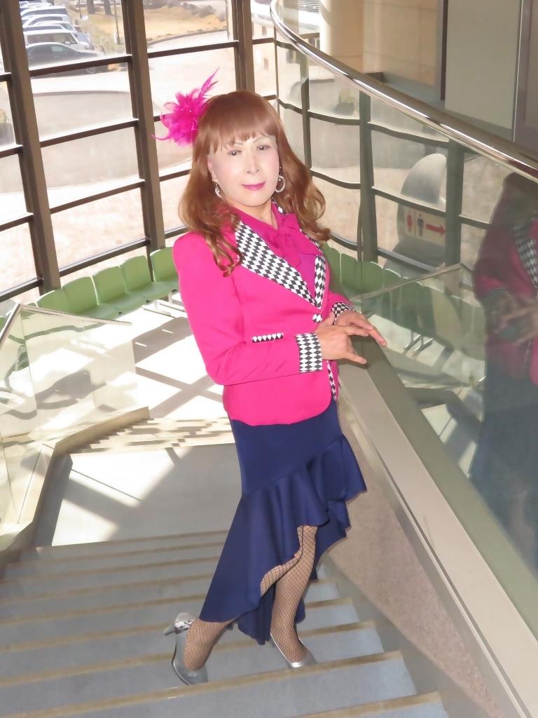 ピンクジャケット紺前開きスカートA(5)