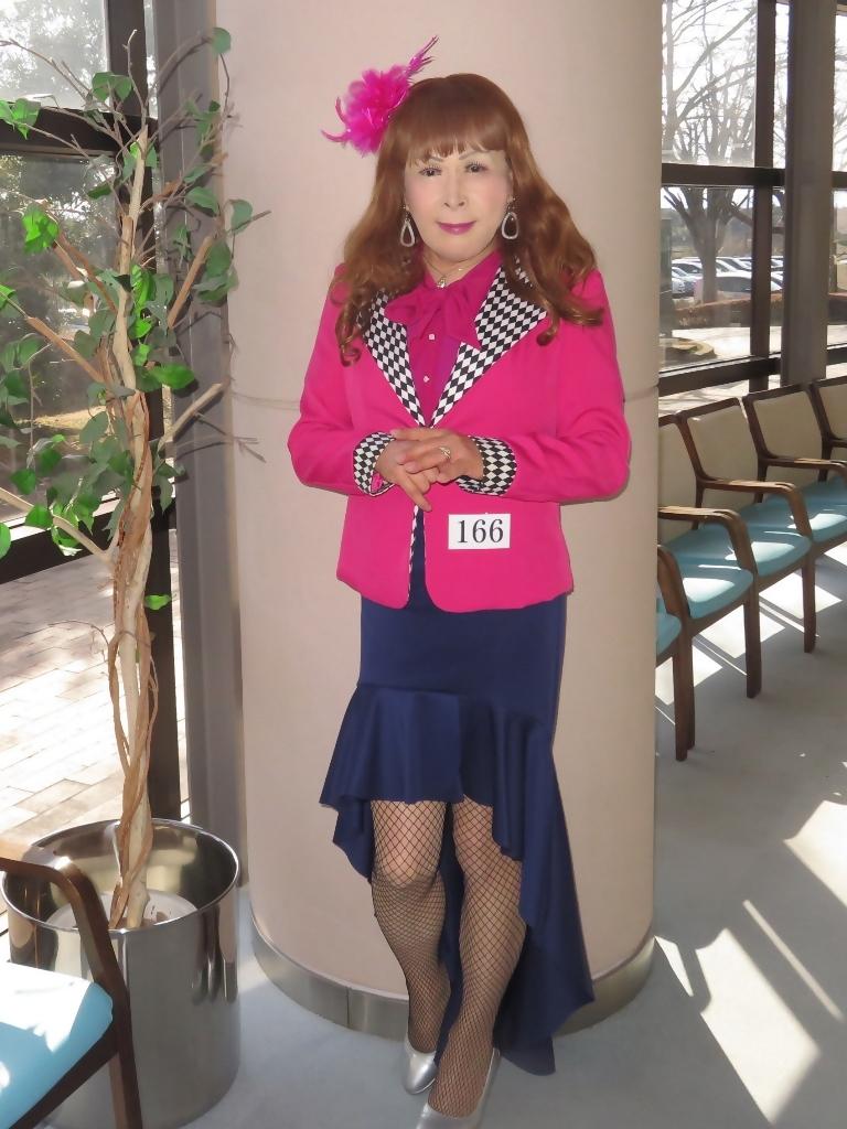 ピンクジャケット紺前開きスカートA(6)