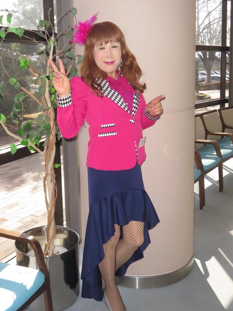 ピンクジャケット紺前開きスカートA(7)