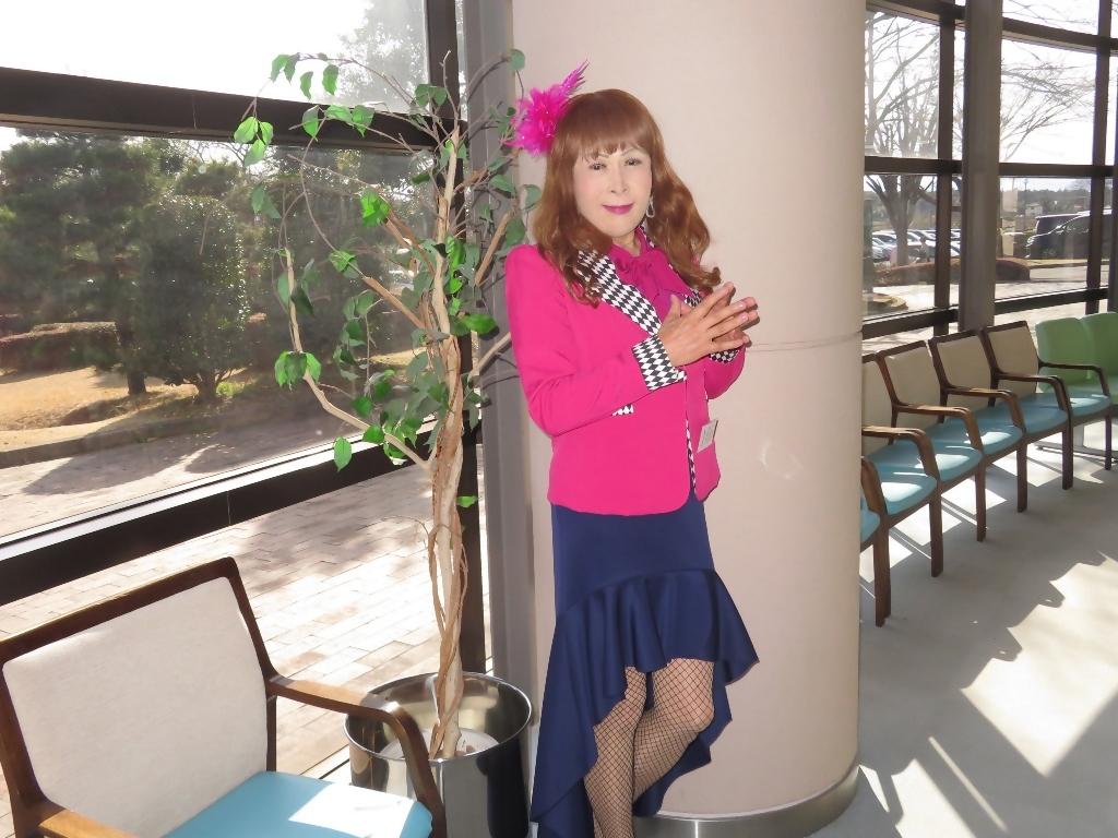 ピンクジャケット紺前開きスカートA(8)