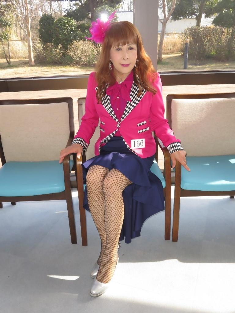 ピンクジャケット紺前開きススカートB(1)