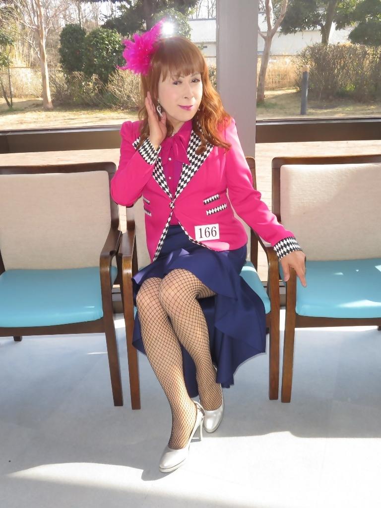 ピンクジャケット紺前開きススカートB(2)
