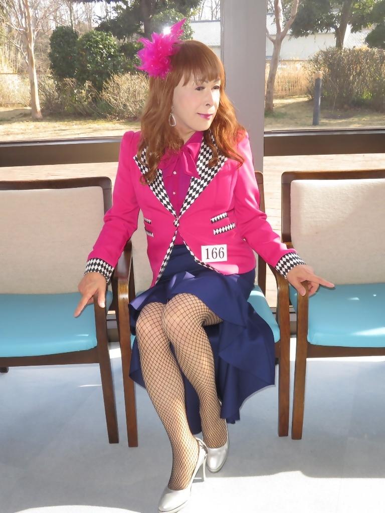 ピンクジャケット紺前開きススカートB(3)