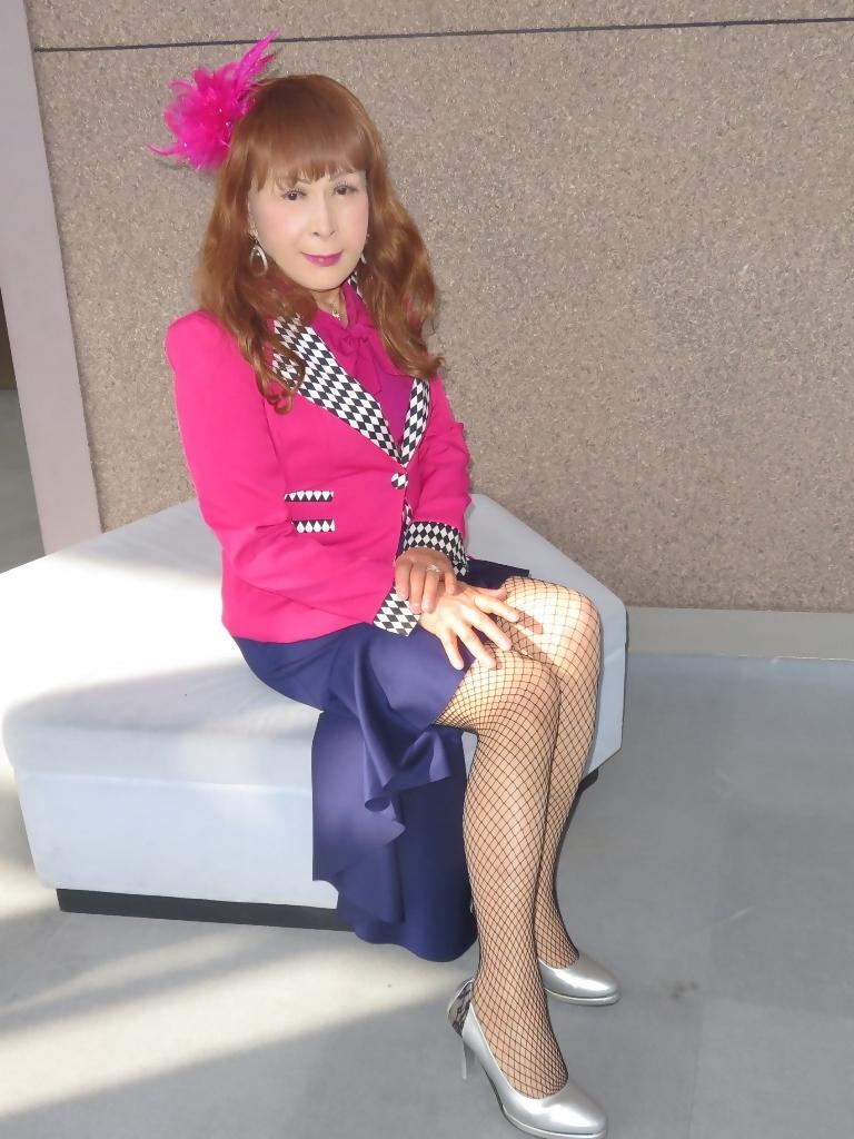 ピンクジャケット紺前開きススカートB(5)