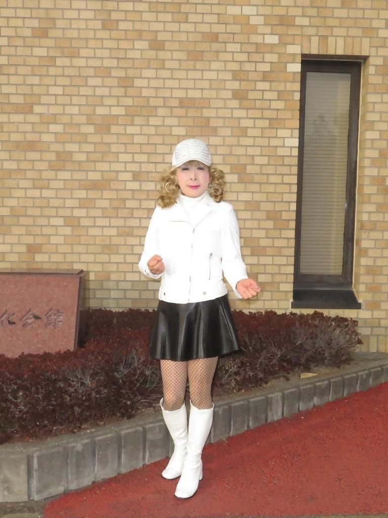 白ライダースジャケット黒ミニフレアスカ帽子B(7)