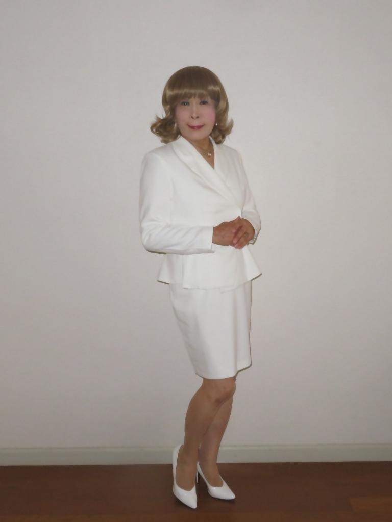 ペプラム裾ジャケット白スーツ(1)