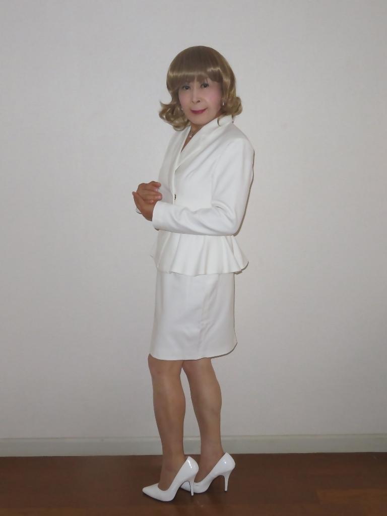 ペプラム裾ジャケット白スーツ(2)