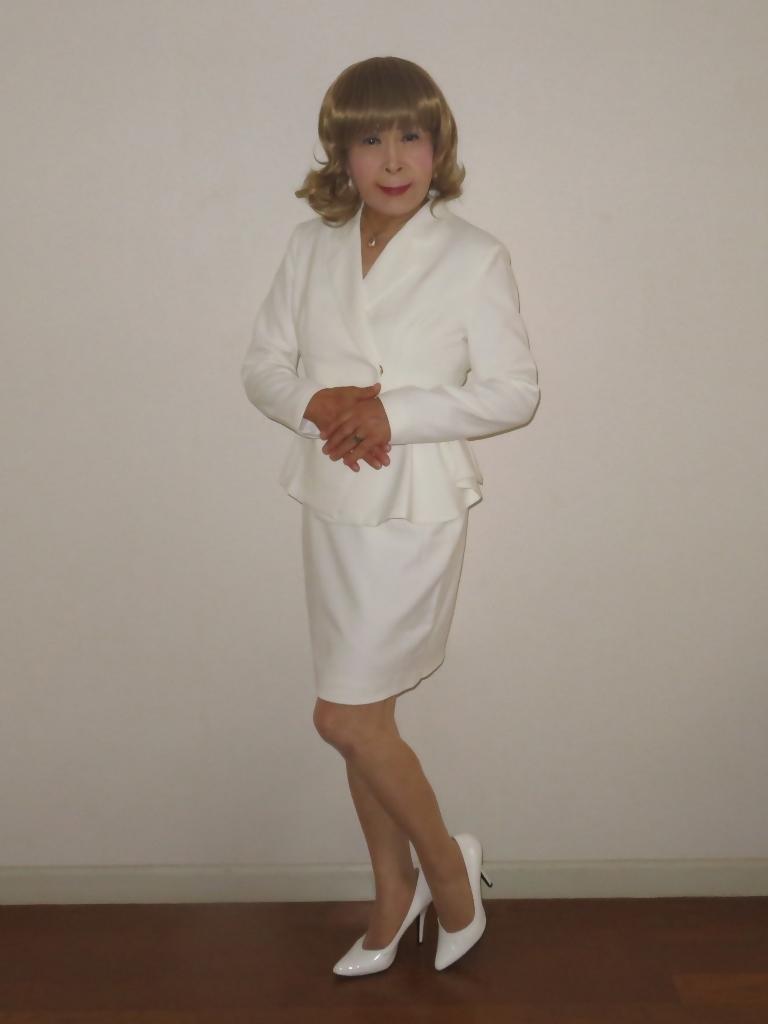 ペプラム裾ジャケット白スーツ(3)