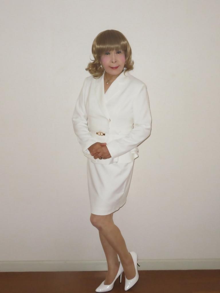 ペプラム裾ジャケット白スーツ(4)