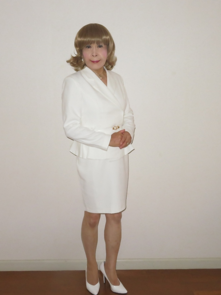 ペプラム裾ジャケット白スーツ(5)