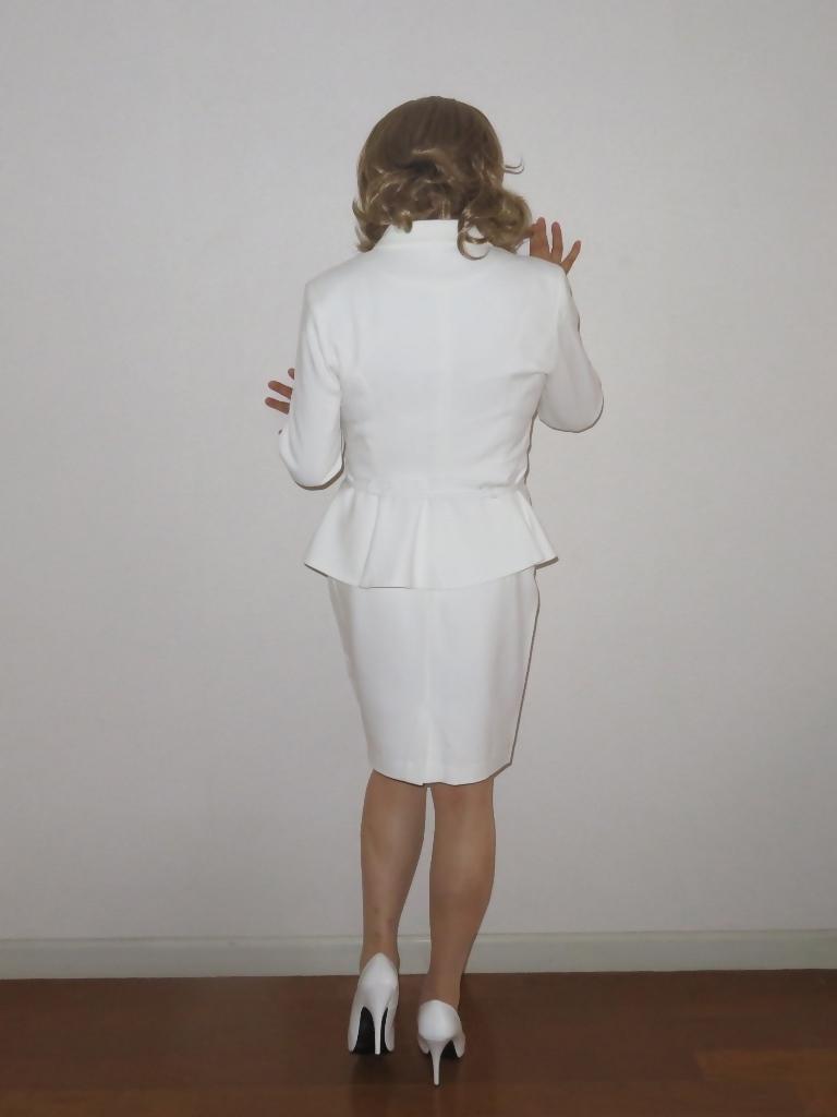 ペプラム裾ジャケット白スーツ(6)