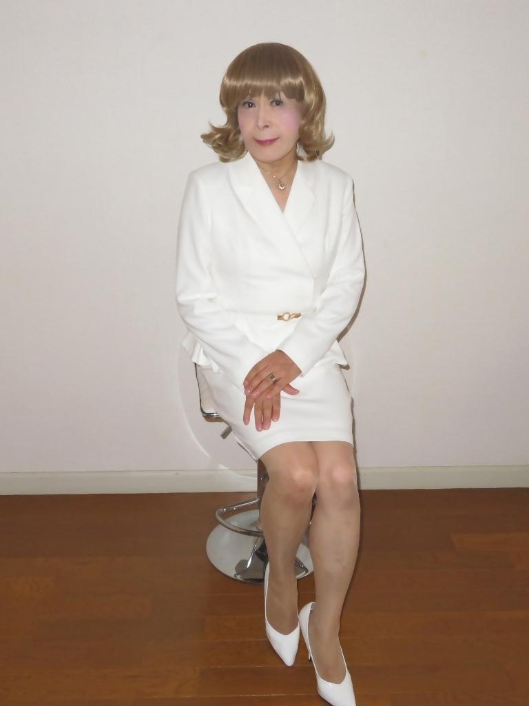 ペプラム裾ジャケット白スーツ(7)