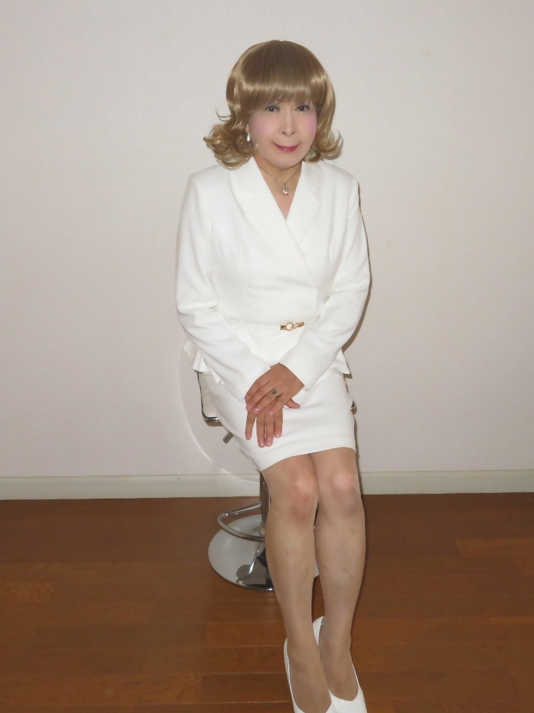 ペプラム裾ジャケット白スーツ(8)
