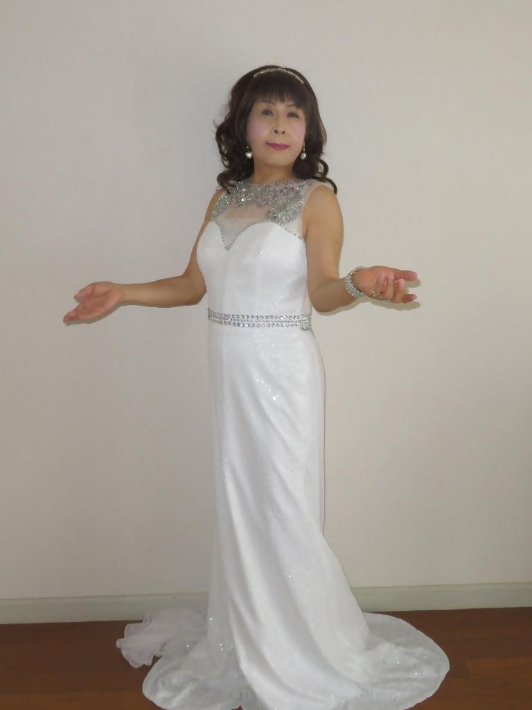白スパンコールロングドレス部屋A(4)