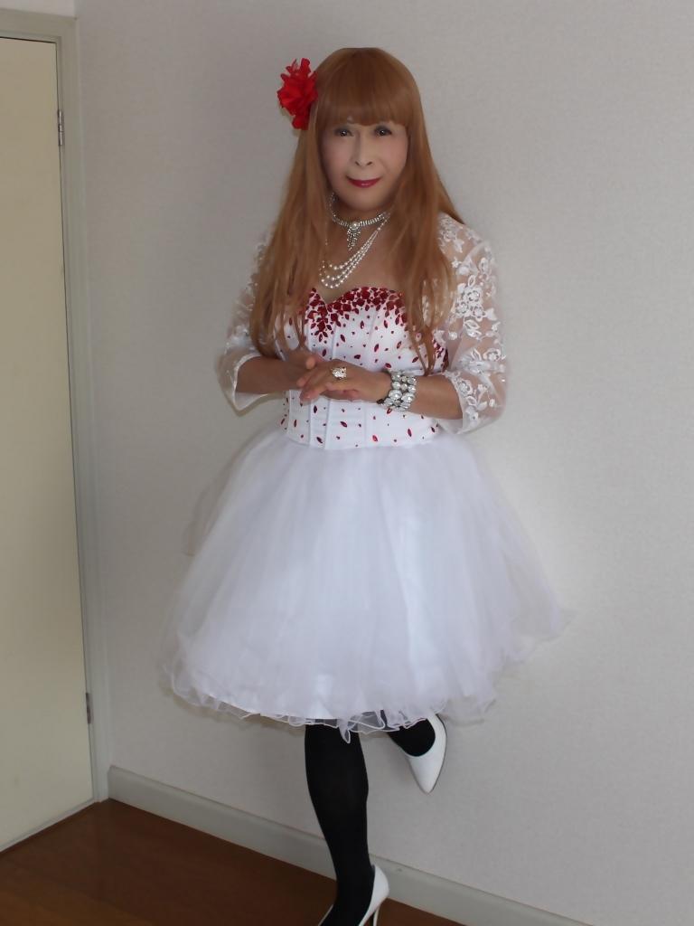 赤ビジュ飾り白ショートドレス部屋A(2)