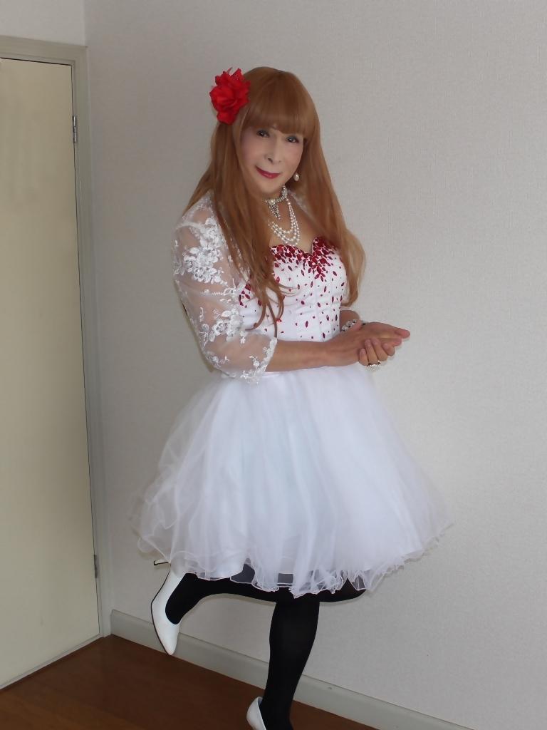 赤ビジュ飾り白ショートドレス部屋A(3)