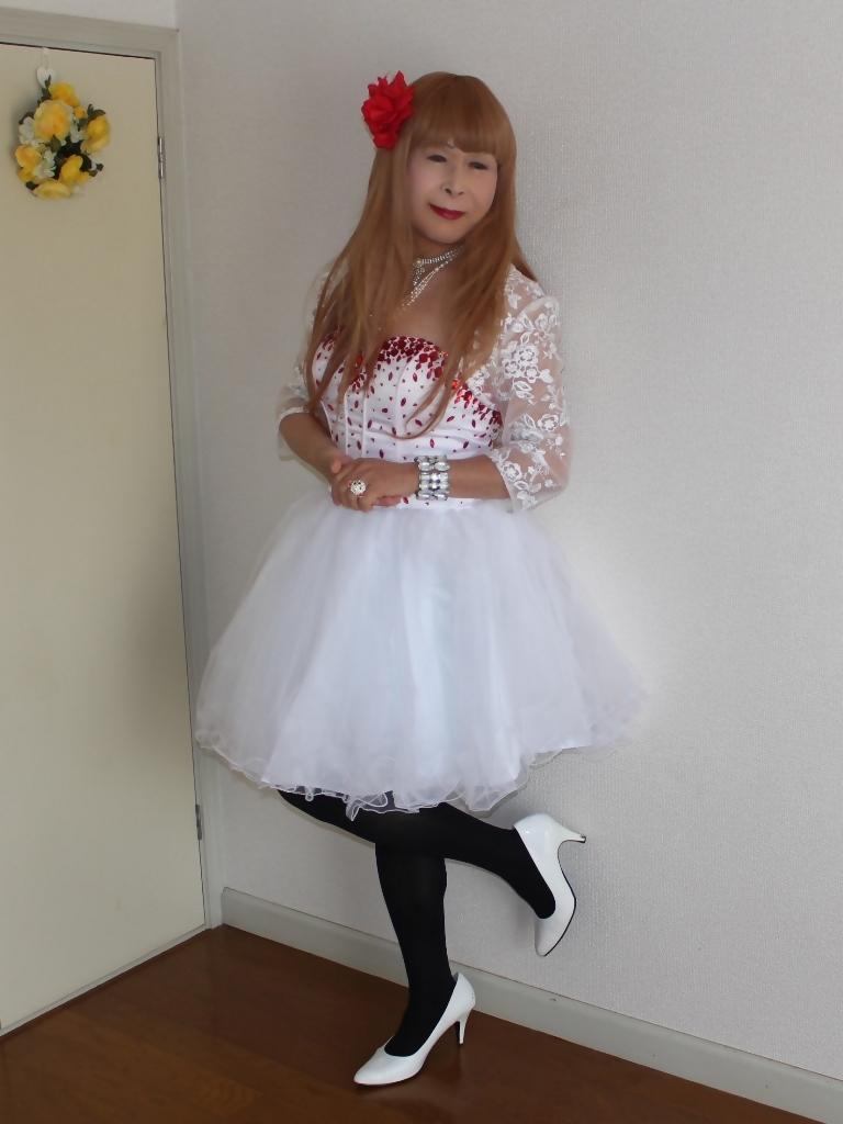 赤ビジュ飾り白ショートドレス部屋A(4)