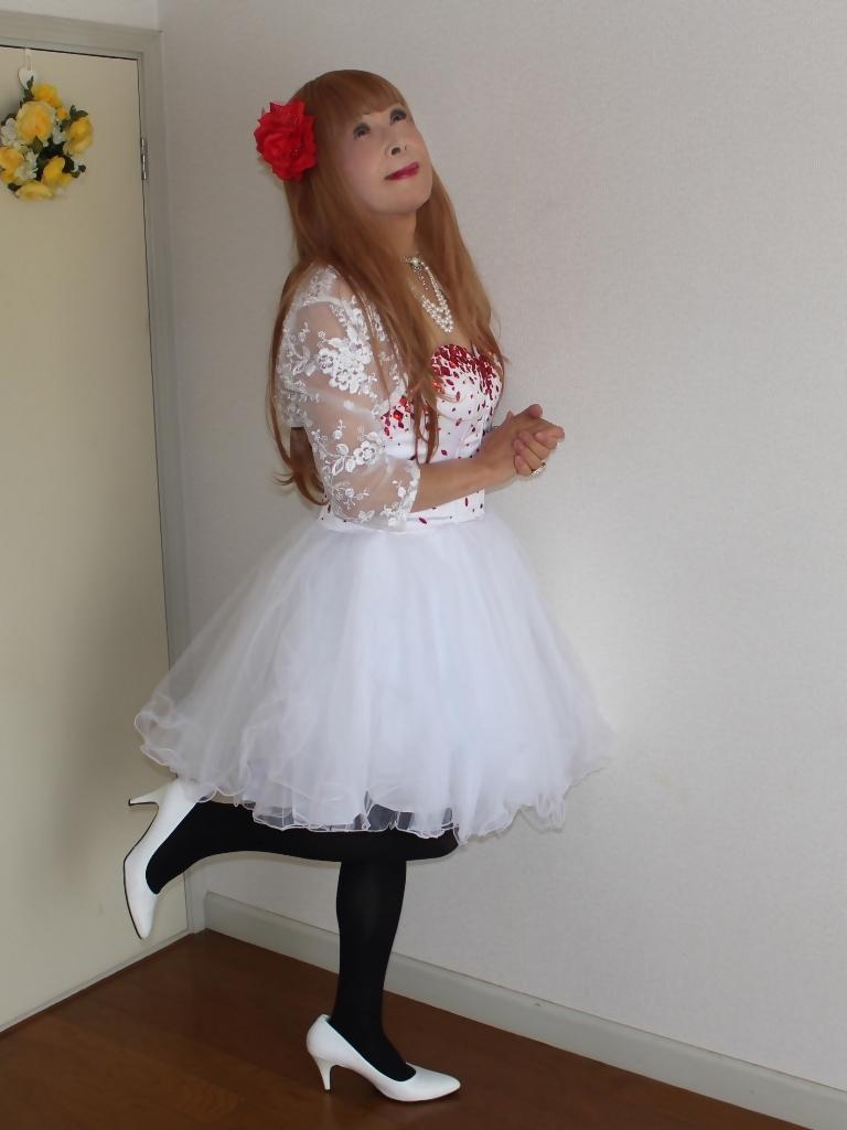 赤ビジュ飾り白ショートドレス部屋A(5)