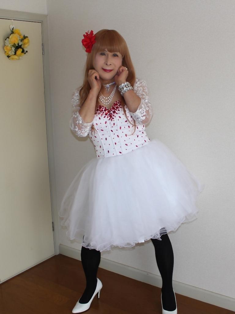 赤ビジュ飾り白ショートドレス部屋A(6)