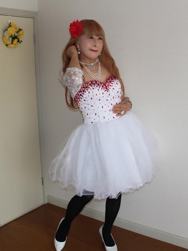 赤ビジュ飾り白ショートドレス部屋A(7)