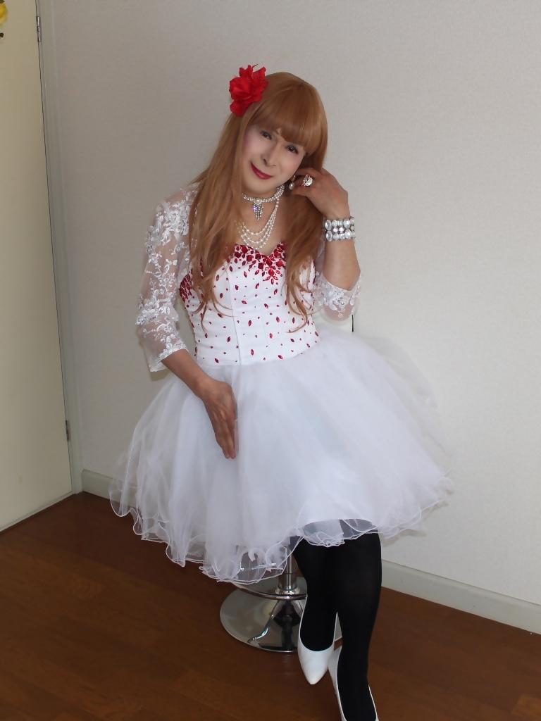 赤ビジュ飾り白ショートドレスB(2)