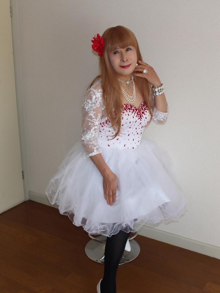 赤ビジュ飾り白ショートドレスB(3)