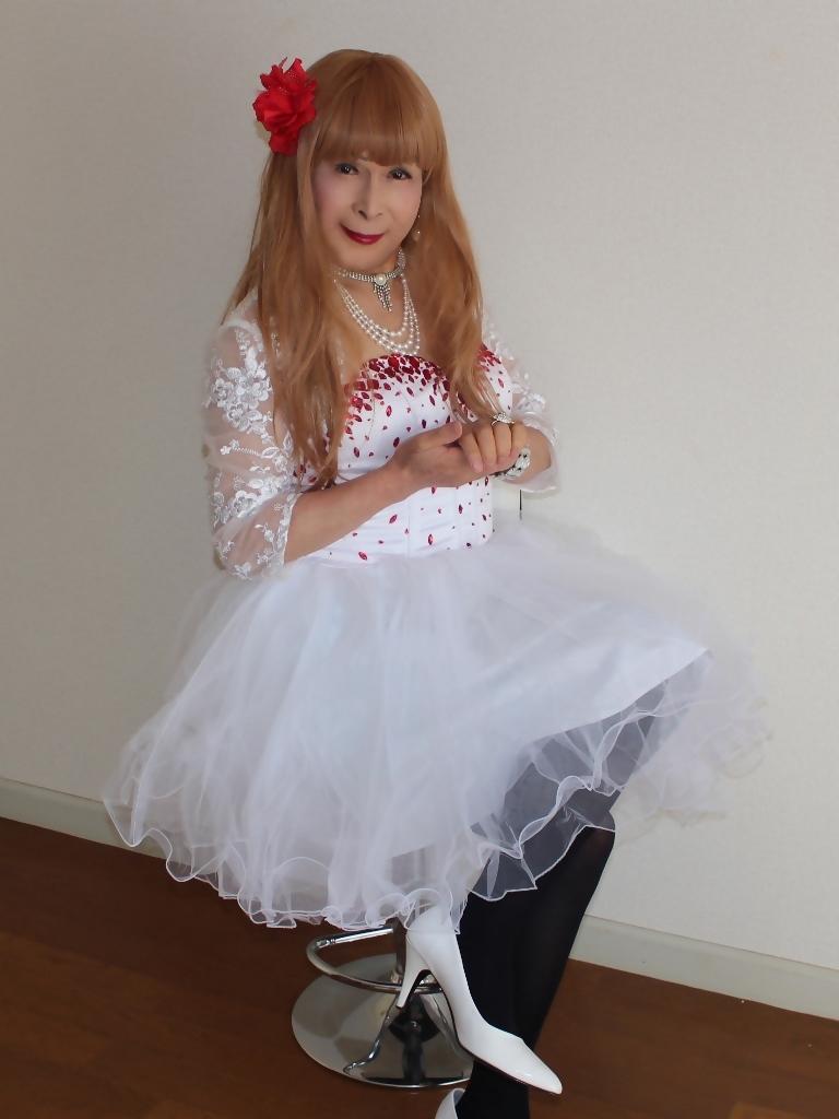 赤ビジュ飾り白ショートドレスB(7)