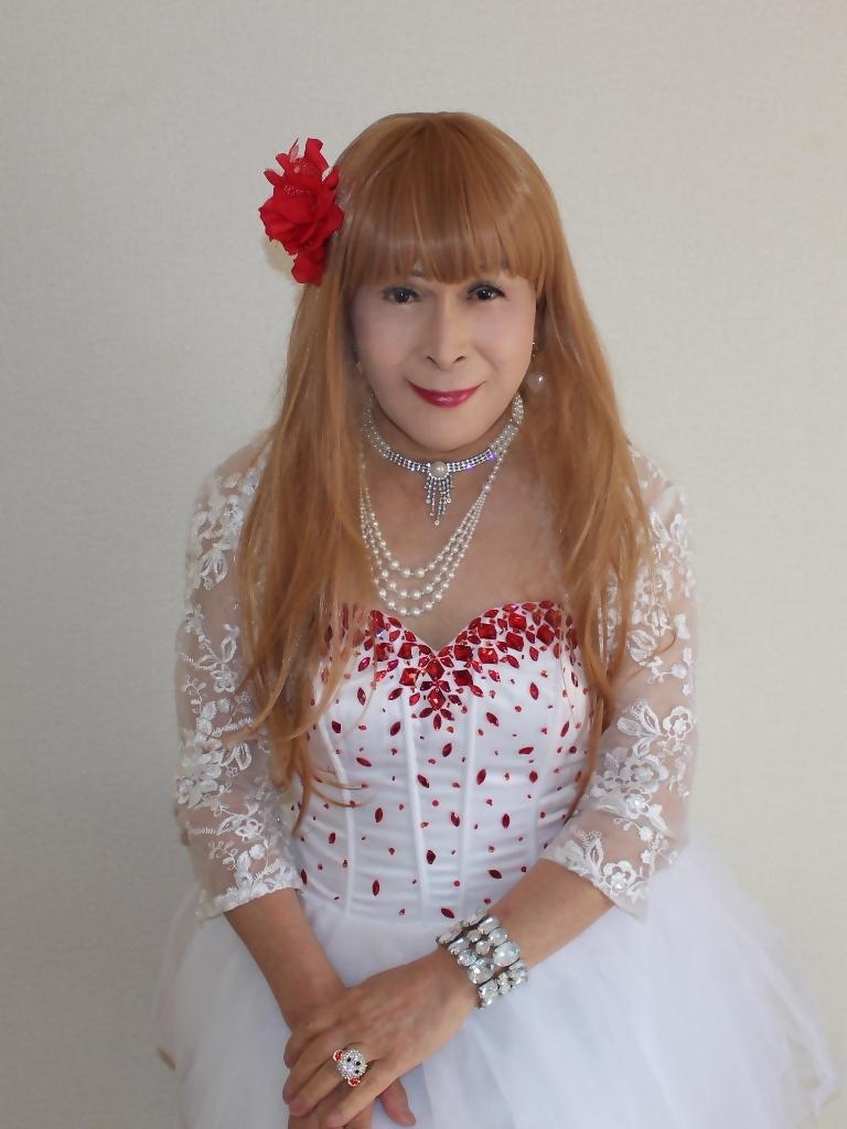 赤ビジュ飾り白ショートドレス部屋C(1)
