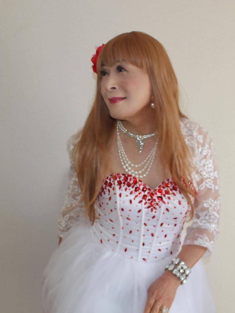 赤ビジュ飾り白ショートドレス部屋C(3)